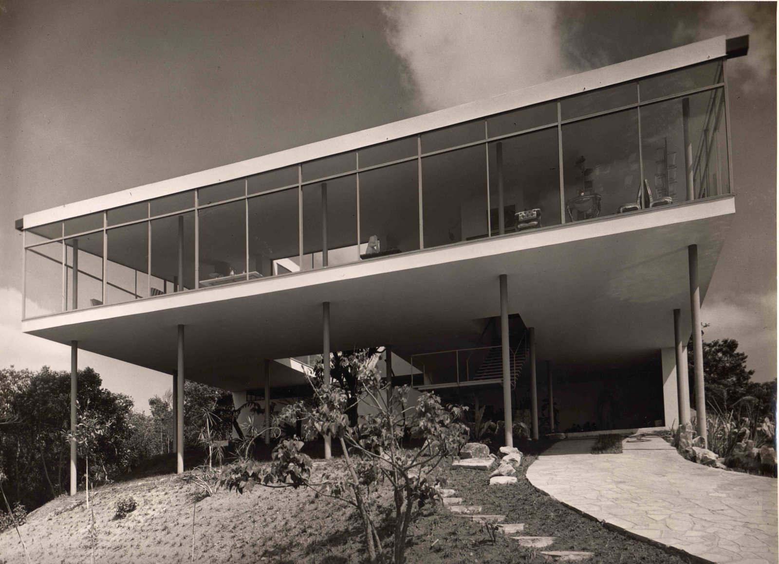 Outdoor The Casa de vidro, shortly after its completion.  Photo 4 of 10 in Transformers of the Modern House: Albert Frey and Lina Bo Bardi at the Palm Springs Art Museum
