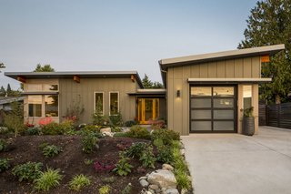 Stillwater Dwellings believes that contemporary, architect-designed prefab homes should be more accessible, sustainable, and affordable. The firm has developed a prefabricated building system that streamlines the design and building process, shortens project timelines, and saves clients money.