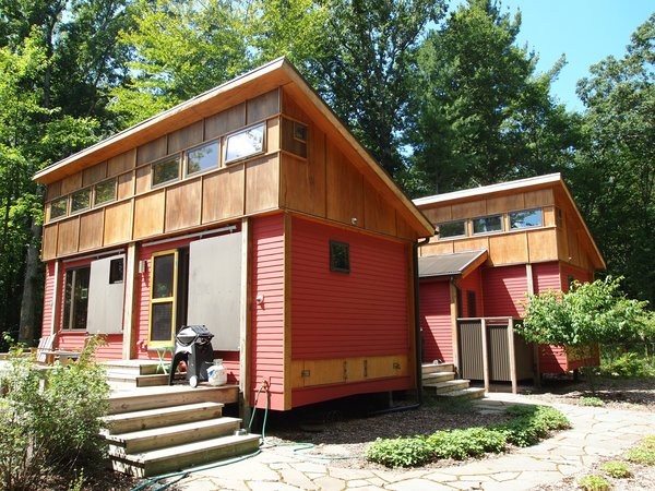 Traverse City-based MF Architect designed this modern, modular prefabricated cottage that is based on a 14-foot-square module, which can be assembled in several combinations. The home is built in a shop in northern Michigan, and was then assembled on site in 5 hours; its design employs local materials and energy-saving design principles.