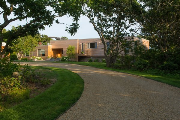 Established in 1989, Structural Modulars Inc. is a modular construction company that both designs their own range of modular homes and also pairs with outside designers and architects to build unique, modular home across the United States. Their state-of-the-art facility is located in Strattanville, PA, with easy and direct access to a number of highways for ease of transportation.