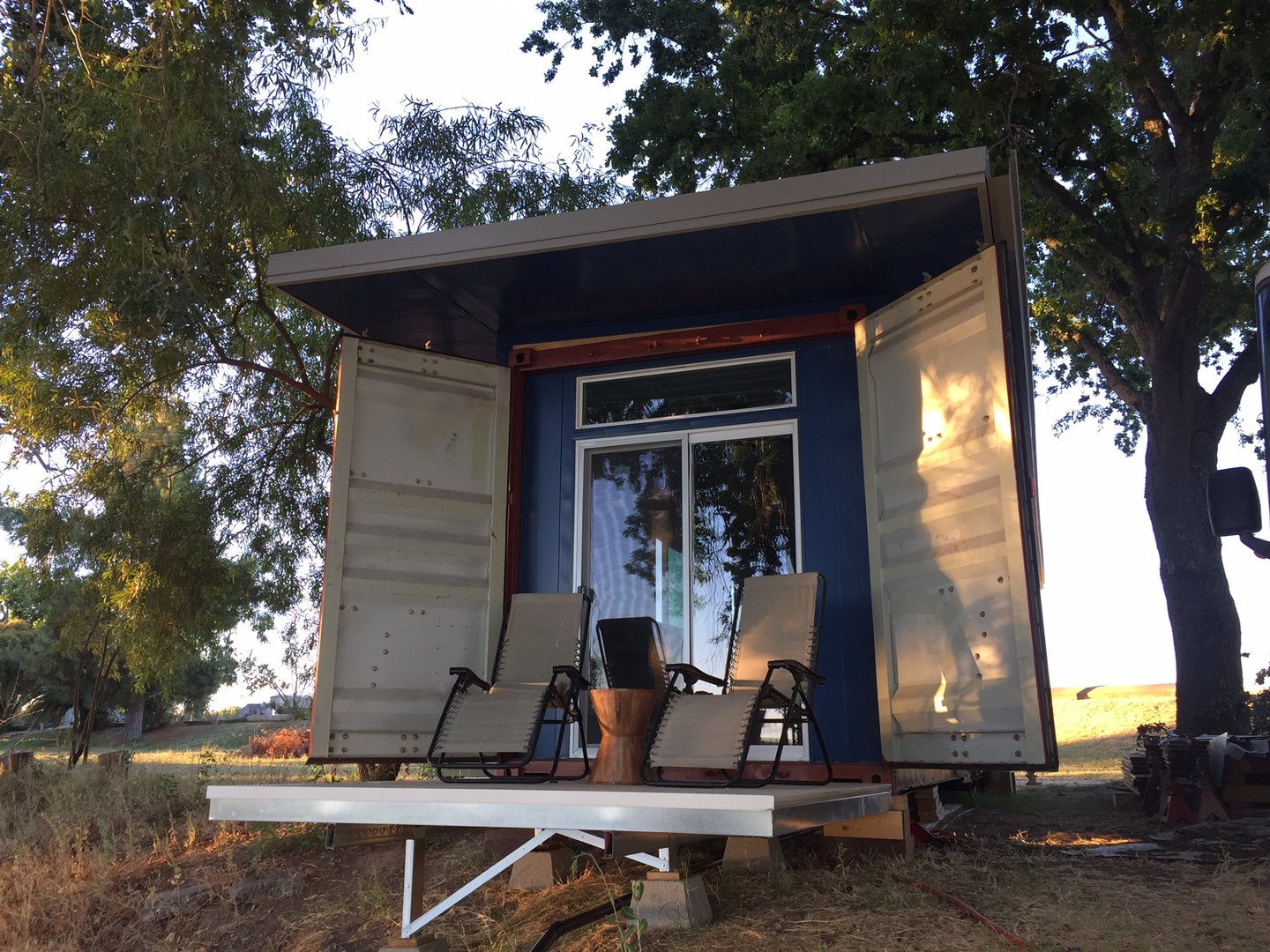 TAYNR 01S20 shipping container home exterior