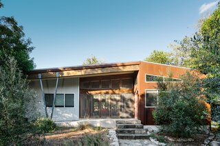 A Breezy Modular Home Keeps Cool in Austin, Texas