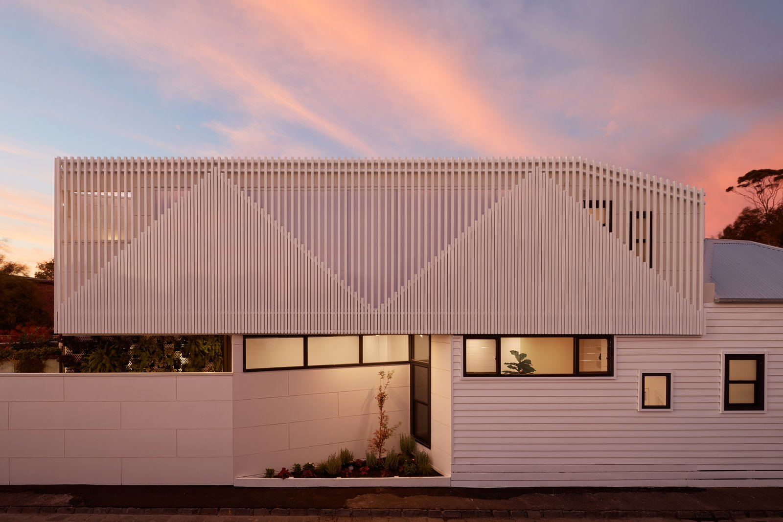 A Historic Melbourne Home Sports an Angular Addition and a Batten Screen