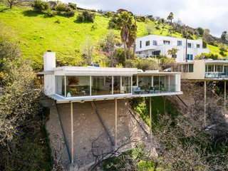 An Epic Cantilevered Neutra House Hits the Market For $1.55M