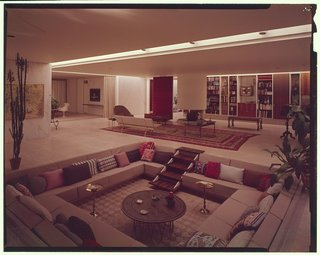 The conversation pit at the Miller House in Columbus, Indiana, by Eero Saarinen with textiles designed by Alexander Girard. The home was considered one of the pioneers of the sunken living room.