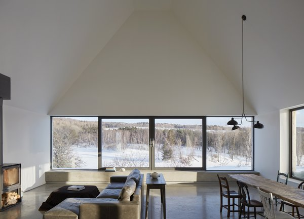 The living area has a wall of windows, the central two of which are operable. The orientation of the volume and the windows were specifically located to take advantage of the view.