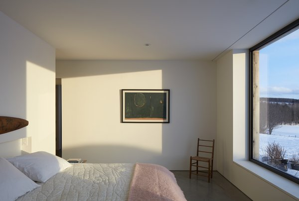 Windows are carefully located in the bedroom to take advantage of the views of the landscape beyond.