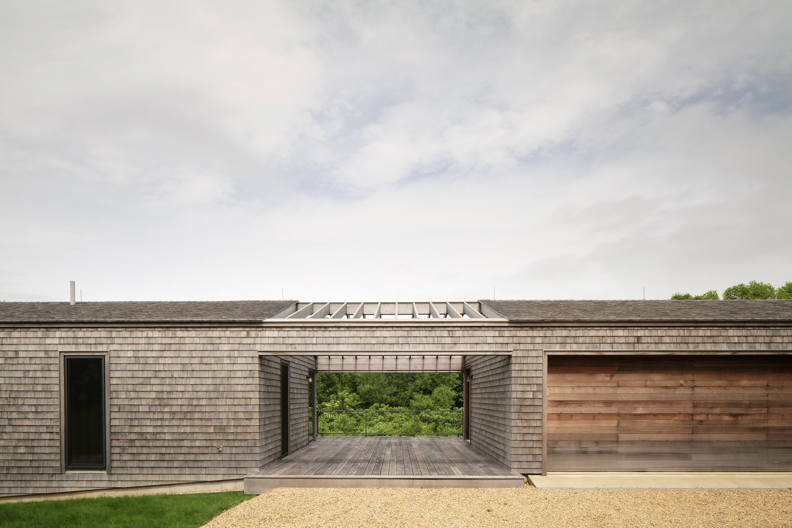 Martha's Vineyard House by Anmahian Winton Architects guest house
