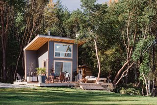This Newlywed Couple's 100-Square-Foot Cabin Is the Island Hideaway of Our Dreams