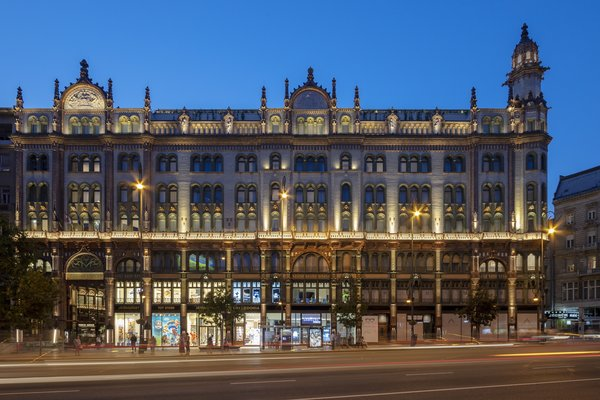Designed by architect Henrik Schmahl and completed in 1909, the building originally served as a residential and office building. It had fallen into deep disrepair by 2015, when renovations and restoration work commenced.