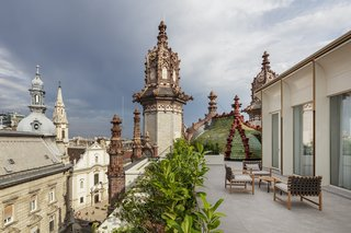 A new rooftop suite provides fresh views of the city beyond—and the building's intricate, highly decorative rooftop structures. The new structure is clearly modern and avoids confusion about what is old and what is new.