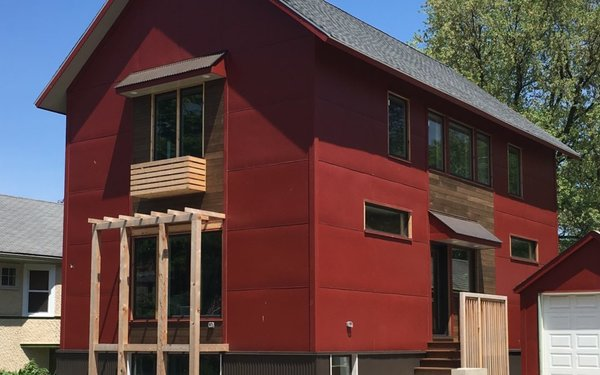 Established in 2006, Chicago-based Tom Bassett-Dilley Architects designs sustainable, contemporary buildings including several homes in the Chicago area that are constructed using prefabricated, modular methods -- several of which are LEED, Passiv House, or Zero Energy Ready homes.
