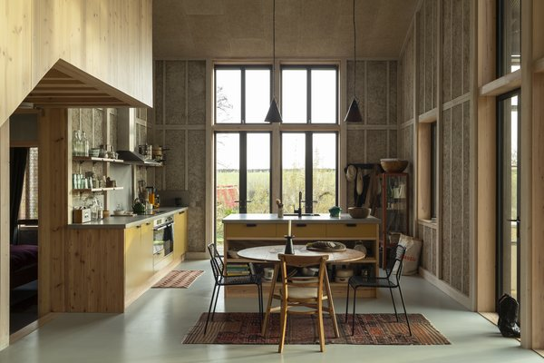 The home explores new, innovative ways of utilizing hemp. The kitchen and dining area are located in a double-height space.