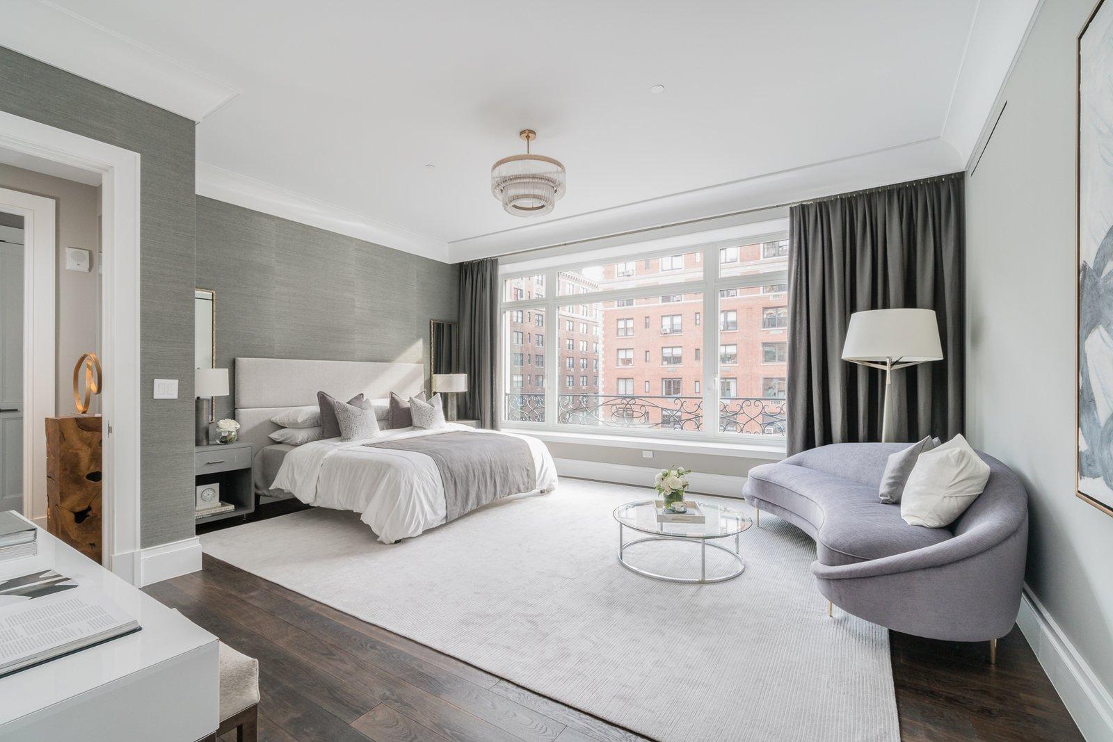 Master bedroom  Grand for Entertaining