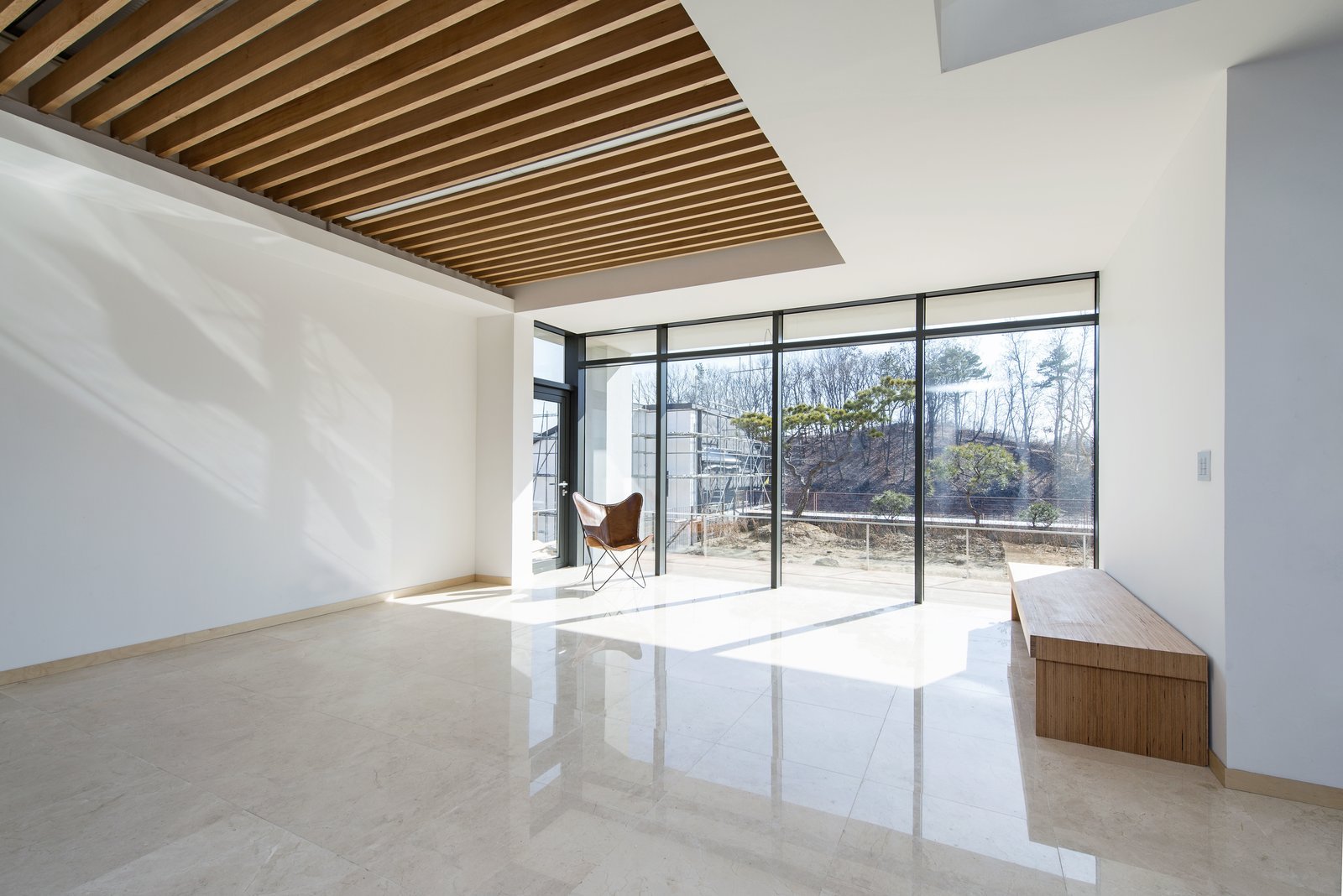 Concrete Patio, Porch, Deck and Outdoor Living Room  A House by Chang Kyu Lee