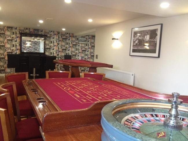 The casino room:  What is a celebration without a little fun and games at the casino? The casino facility comes complete with a casino room with Roulette and Black Jack tables which builds the excitement of the time spent in the room which gives the feel of James Bond evenings. The bonus news is that the cost of hiring a professional croupier is included in the price of renting the Hollywood house. Refer to this site for more information: http://www.bonus-senza-deposito.biz/news-casino/.  This room also has a cocktail bar to add on to the mood of the evening and also a pinball machine.    Hollywood House