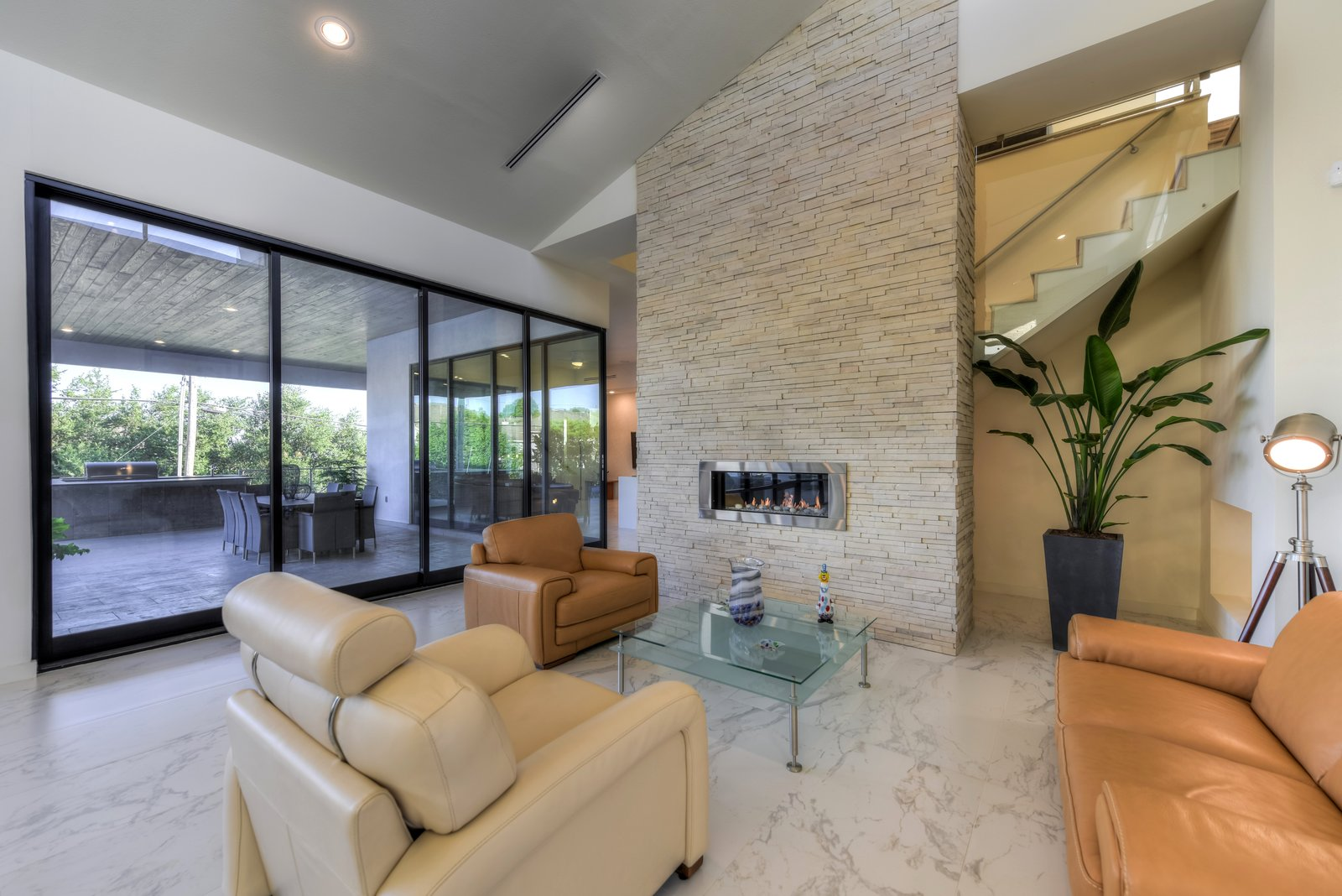 LIVING ROOM  ORVANANOS HOUSE by OSCAR E FLORES DESIGN STUDIO