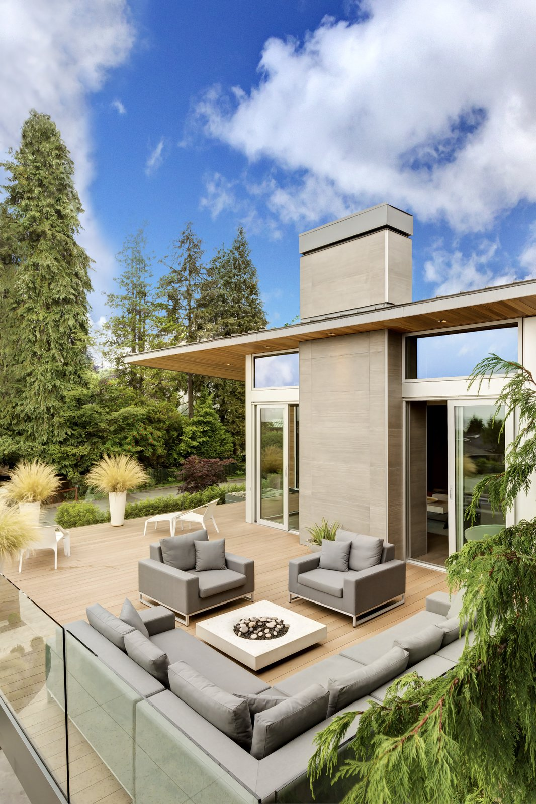Garden Wall Residence, outdoor living  Garden Wall Residence by Garret Cord Werner