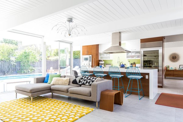 For Urbanism Design's first project, interior designer Pamela Lin-Tam made the atrium the centerpiece of this Eichler. Here, the living area enticingly faces the swimming pool.