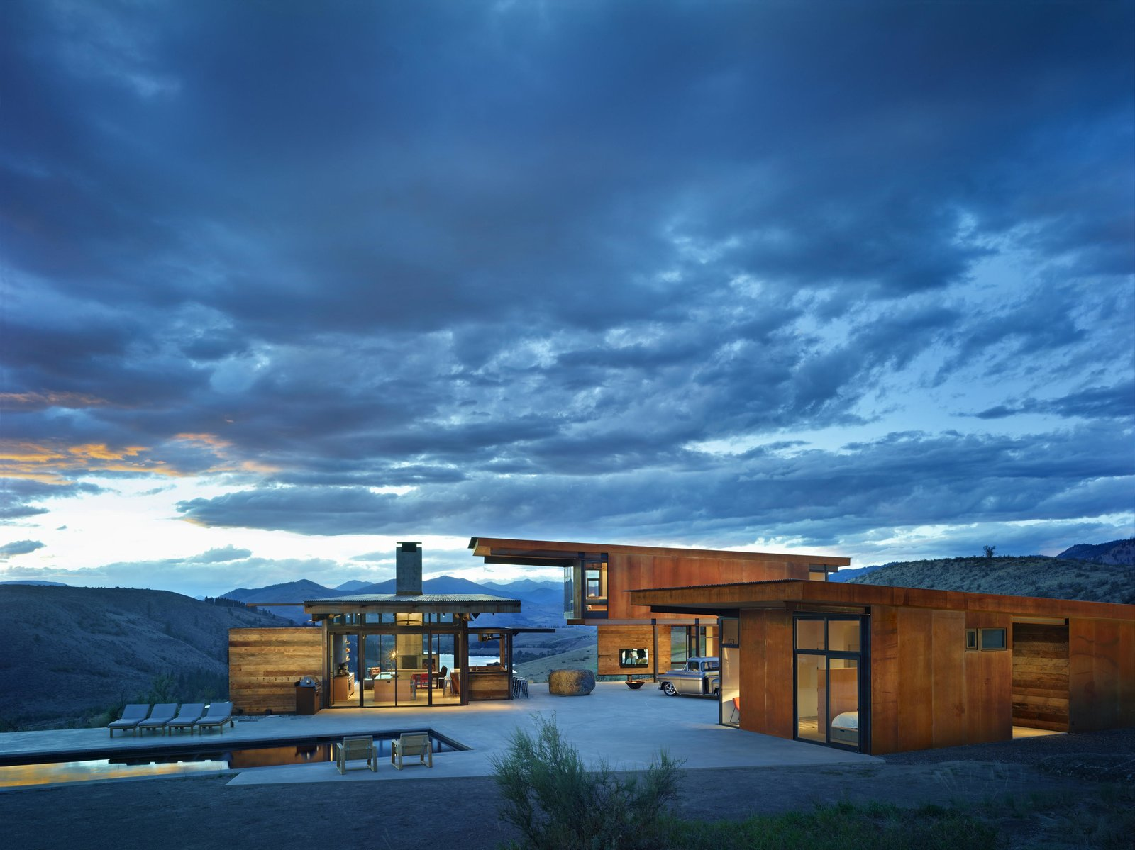Large, Hardscapes, Desert, Back Yard, Large, Exterior, Metal, and House Studhorse | Olson Kundig  Exterior Desert Large Metal Photos from Studhorse