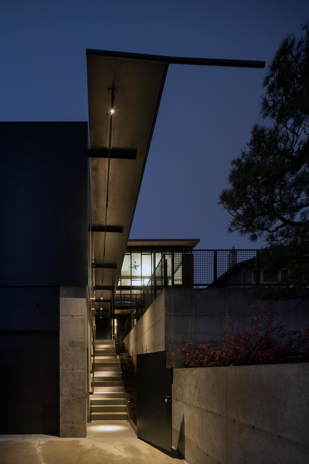 Exterior and House Building Type Meg Home | Olson Kundig  Meg Home by Olson Kundig