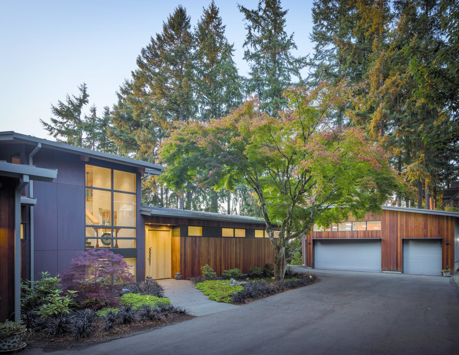 Exterior, Wood Siding Material, Concrete Siding Material, Curved RoofLine, and House Building Type Wave House   Olson Kundig  Wave House by Olson Kundig