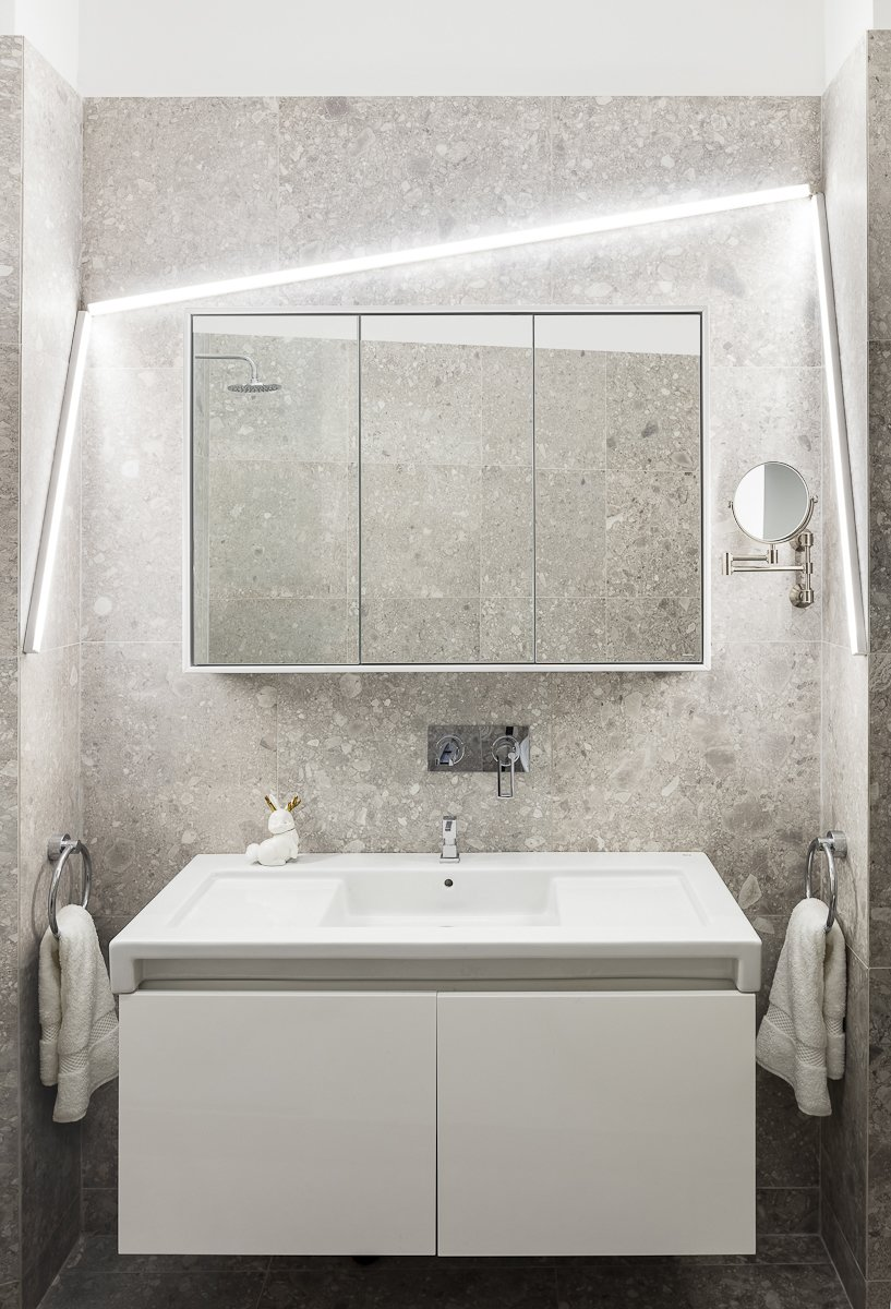 Bathroom  Apartment XIV by studio razavi architecture