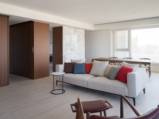 Stone and wood veneer block define the space without separate it.