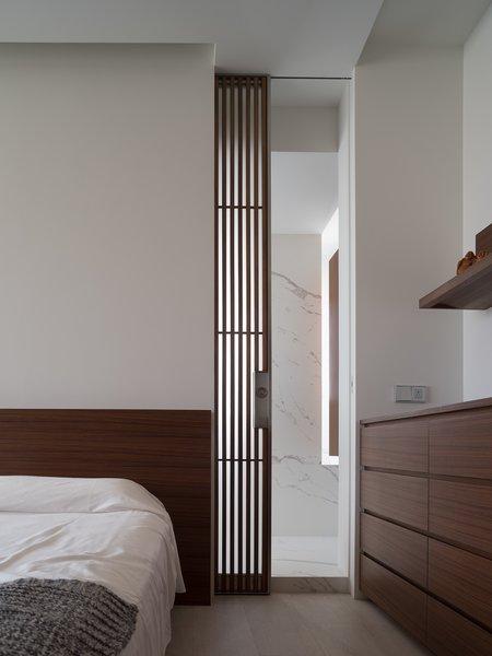 Best 60 Modern Bedroom Light Hardwood Floors Design Photos