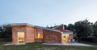 The project was led by architect Jesús Perales, who recently won the XI Bienal Alejandro de la Sota - Muestra de Arquitectura de Tarragona.