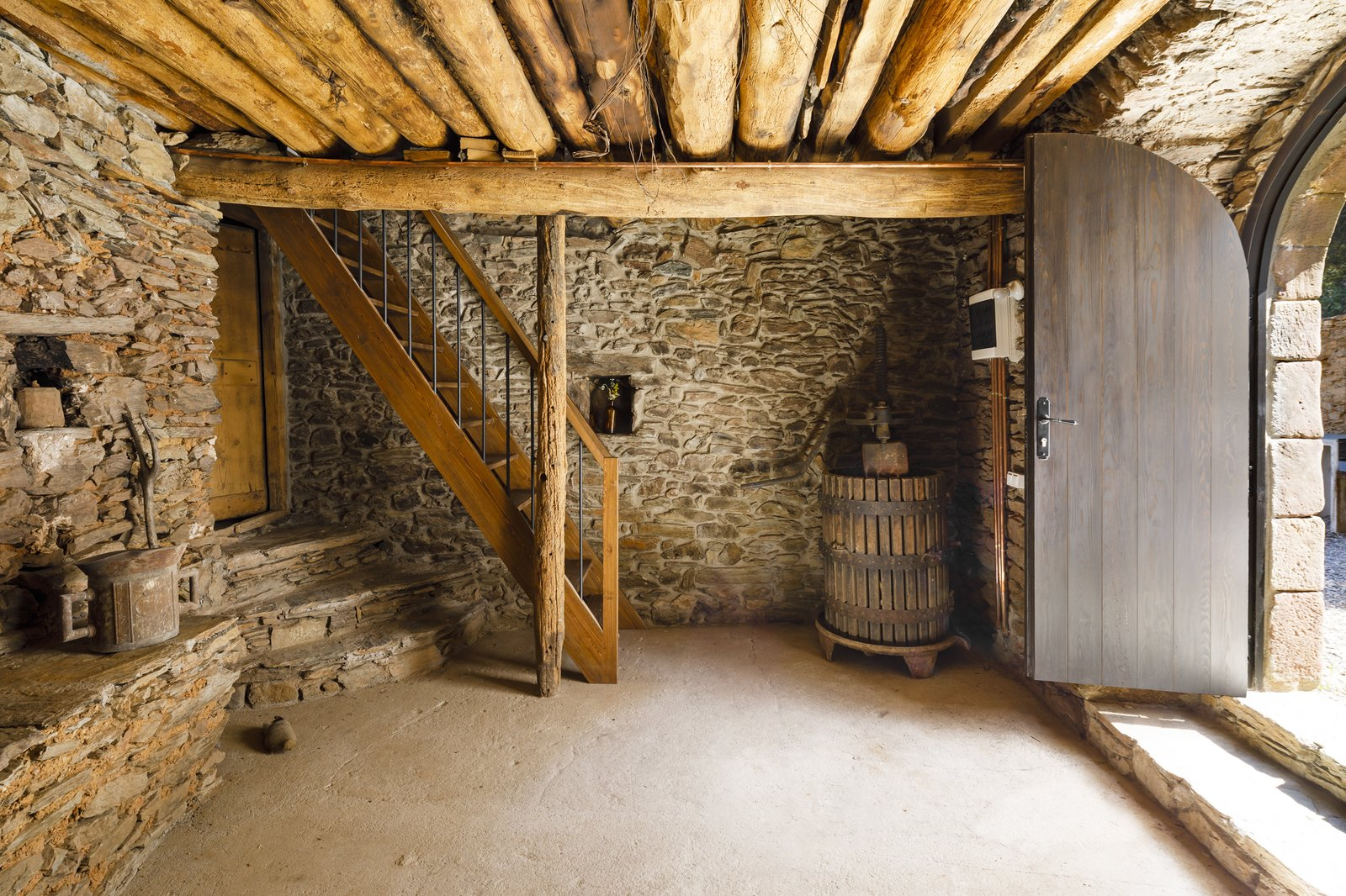 Can Castellnou by Acabadomate basement