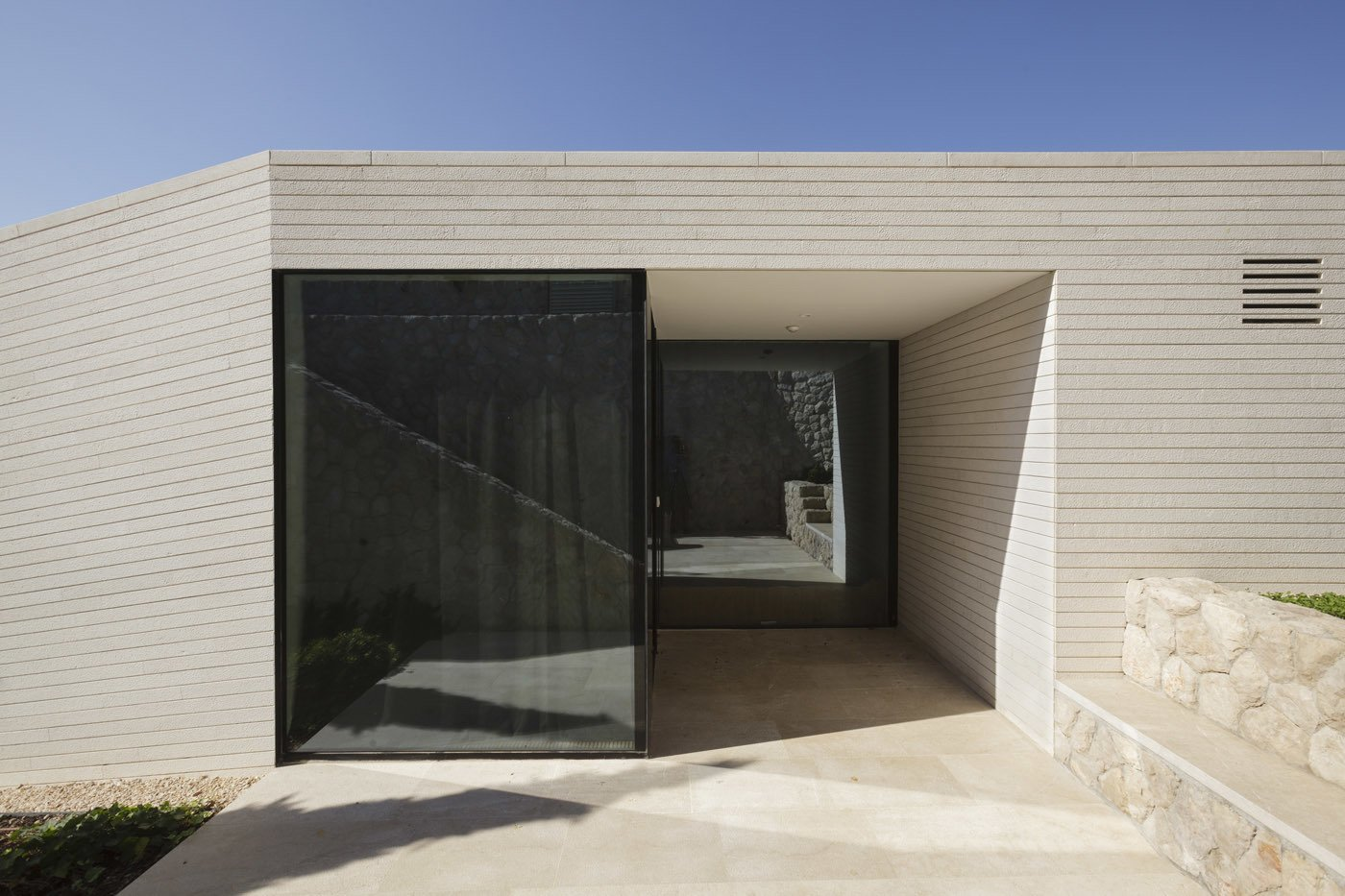 House entrance  House V2 by 3LHD