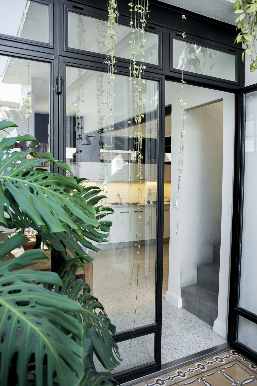 The great window made in glass and steel divides the patio and the dining area.  Artigas