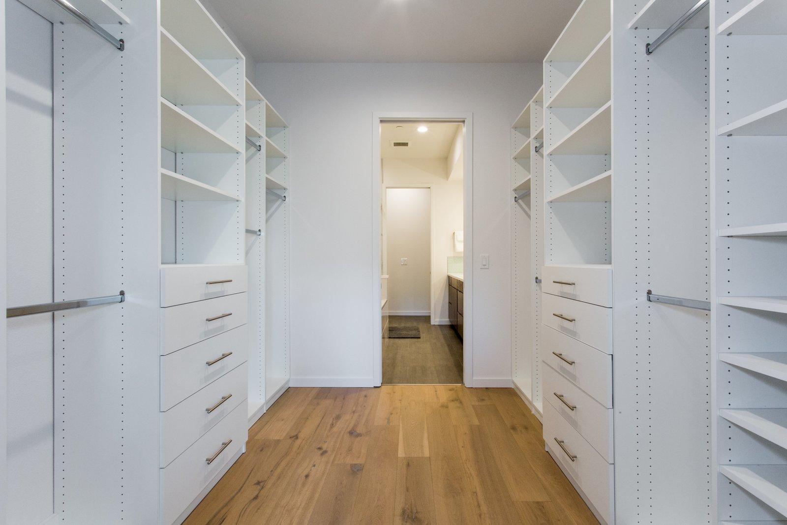 Walk in closet  LIV233 by Hudson Harr
