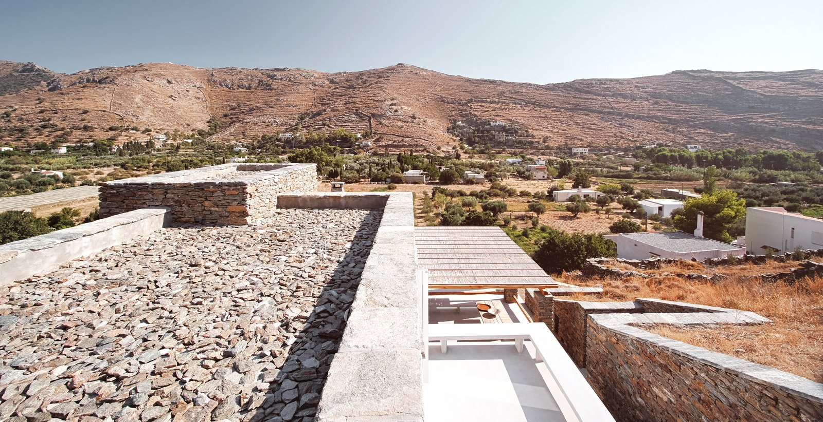 Rain water collection rooftop & terraces  ROCKSPLIT house by COMETA ARCHITECTS