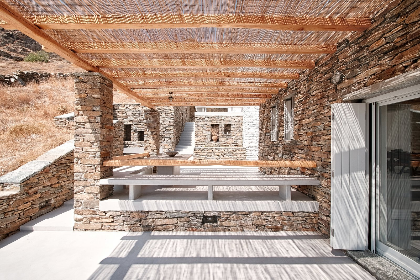 Eating area terraces  ROCKSPLIT house by COMETA ARCHITECTS