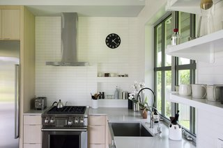 Upcountry Maui Cottage and Barn: kitchen