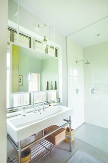 Upcountry Maui Cottage and Barn: master bathroom