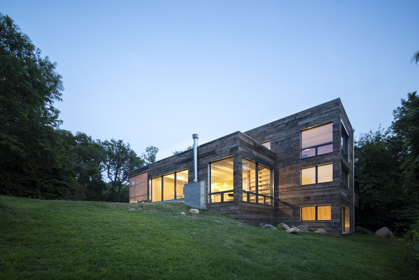 Side View  Orient House IV by Ryall Sheridan Architects