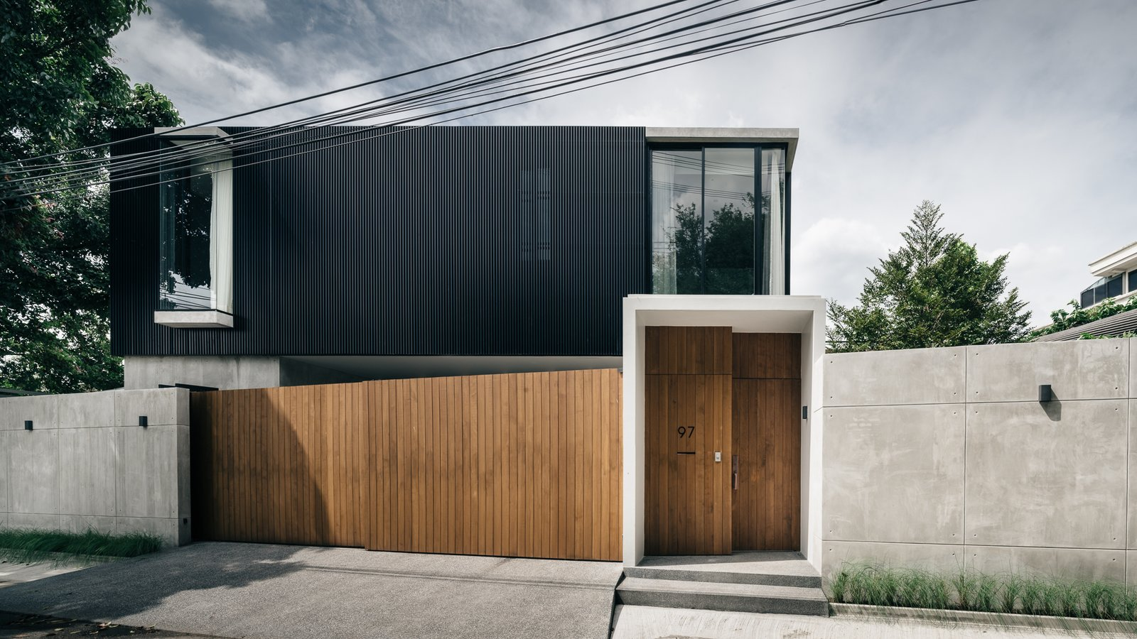 Doors, Swing, Metal, Exterior, and Wood facade of the house   Doors Swing Metal Wood Photos from bAAn
