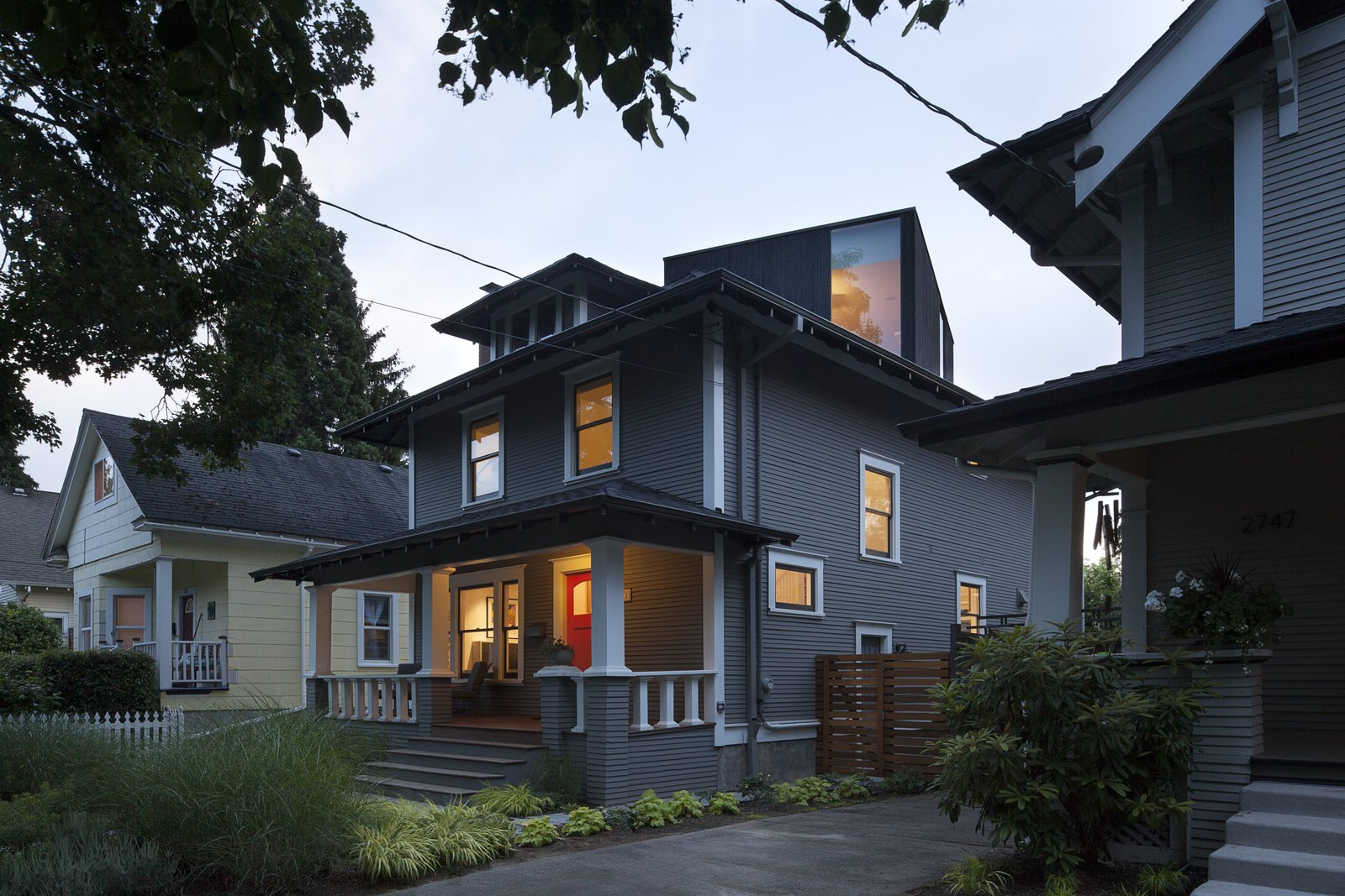 You Wouldn T Expect The Rooftop Addition On This American Foursquare In Portland