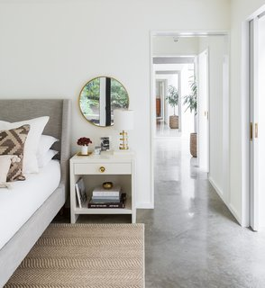 The architects have also created a suite by connecting an adjacent bathroom via pocket doors. The skylight in the bathroom ensures that natural light flows throughout.