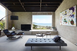 Large picture windows in every room connect occupants to Pacific Ocean vistas.