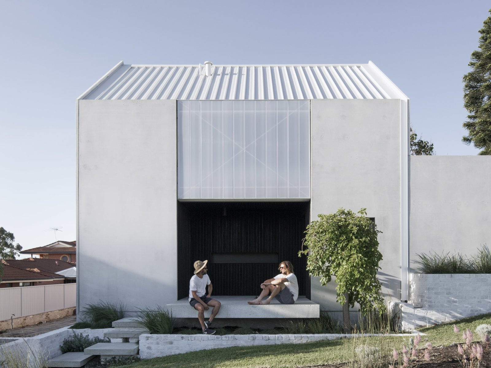 A Carbon-Neutral Concrete House Is an Exemplary Infill in Western Australia