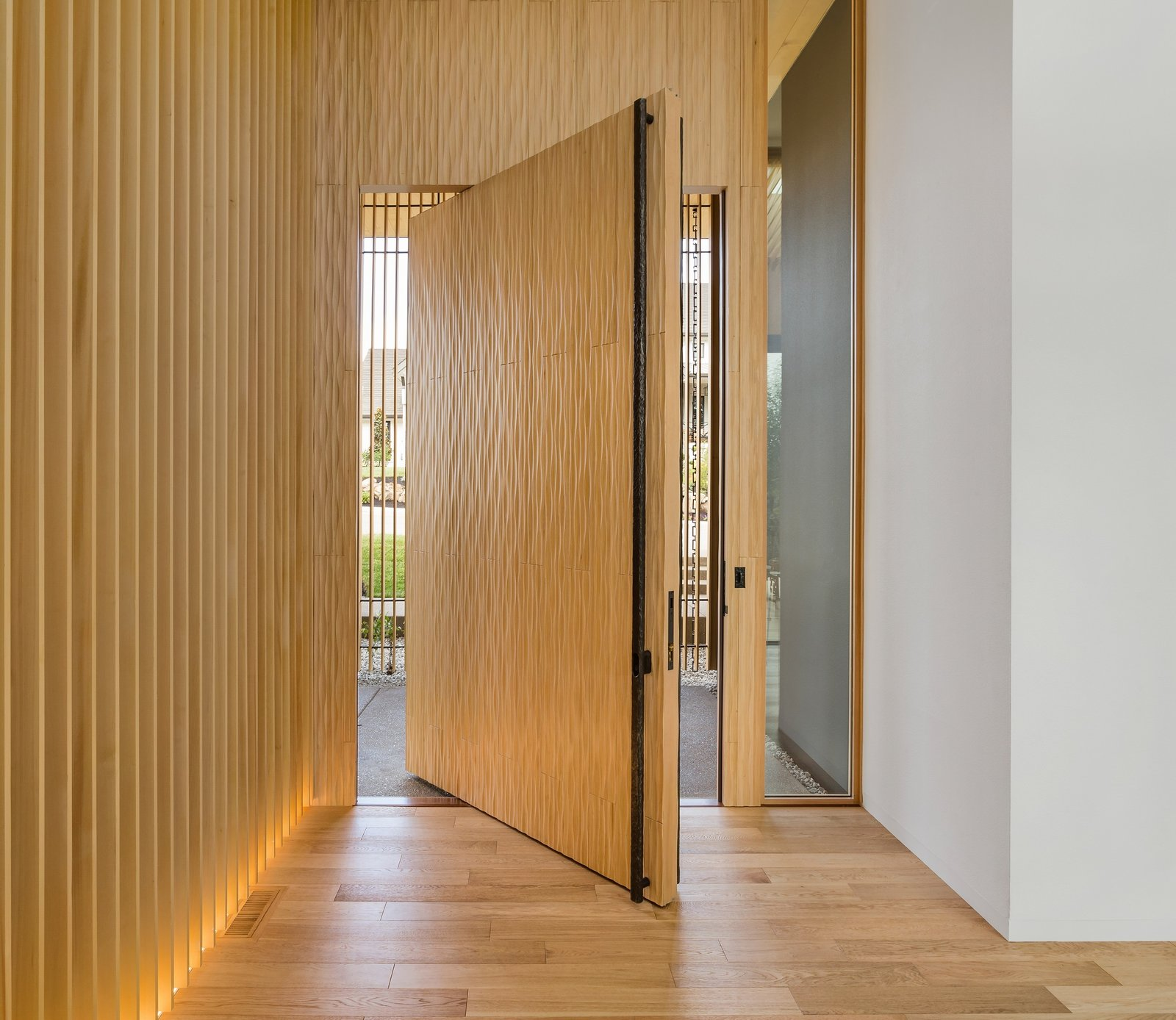 Suteki House wood door
