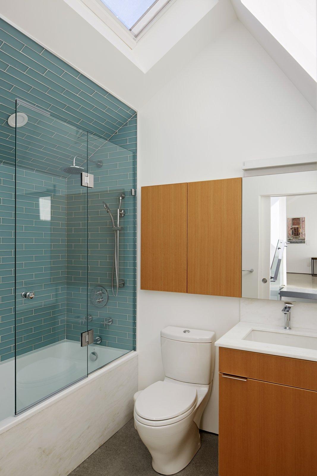 College Laneway House bathroom