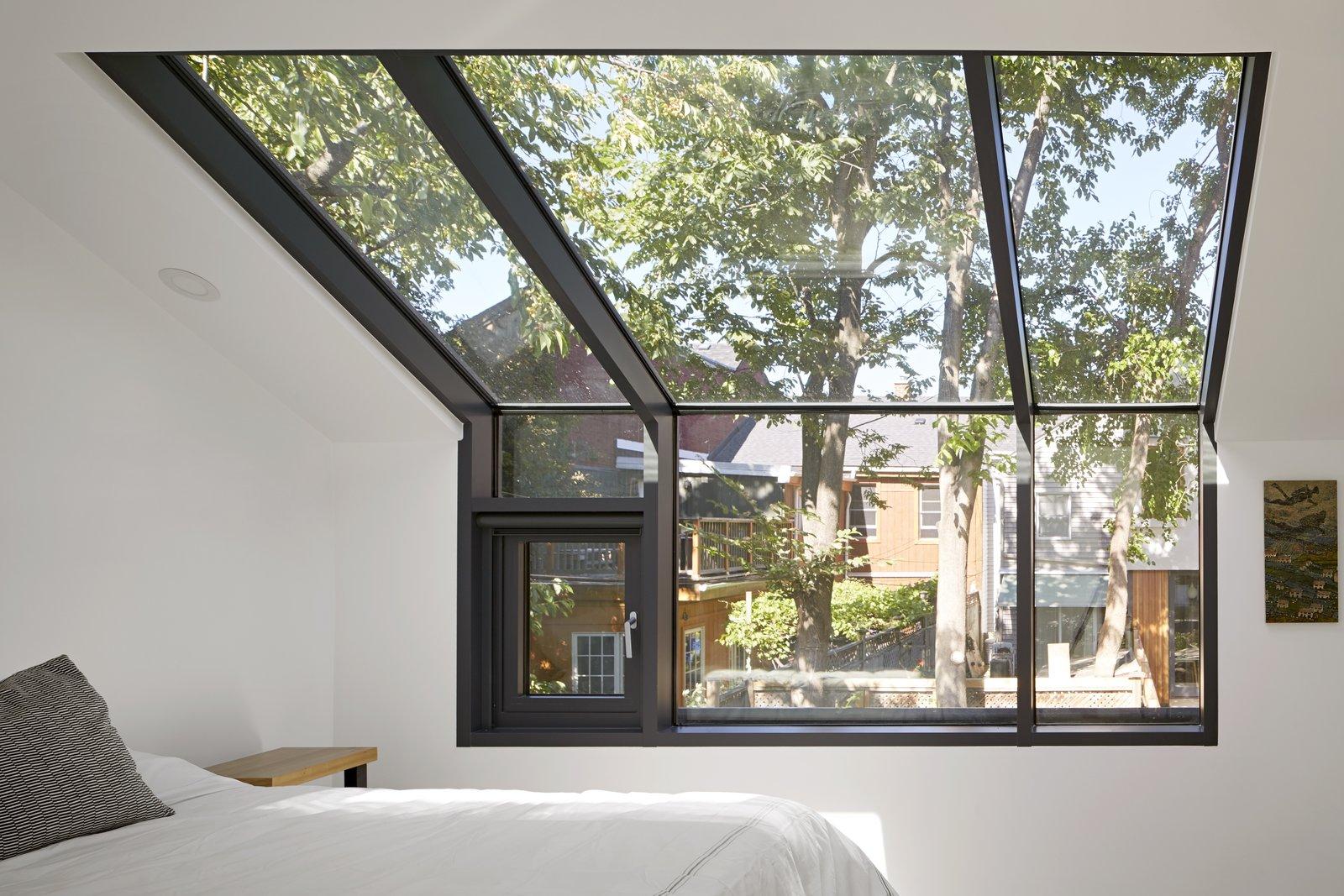 College Laneway House bedroom