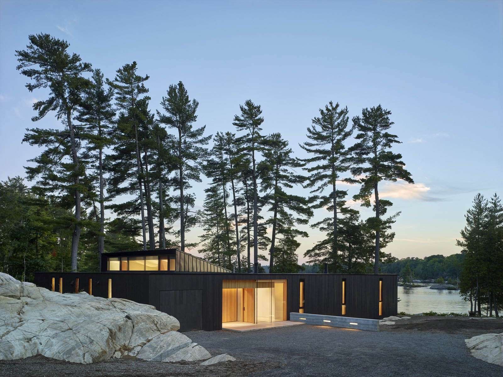 A Serene Indoor/Outdoor Oasis Rises on a Lakeshore in Ontario
