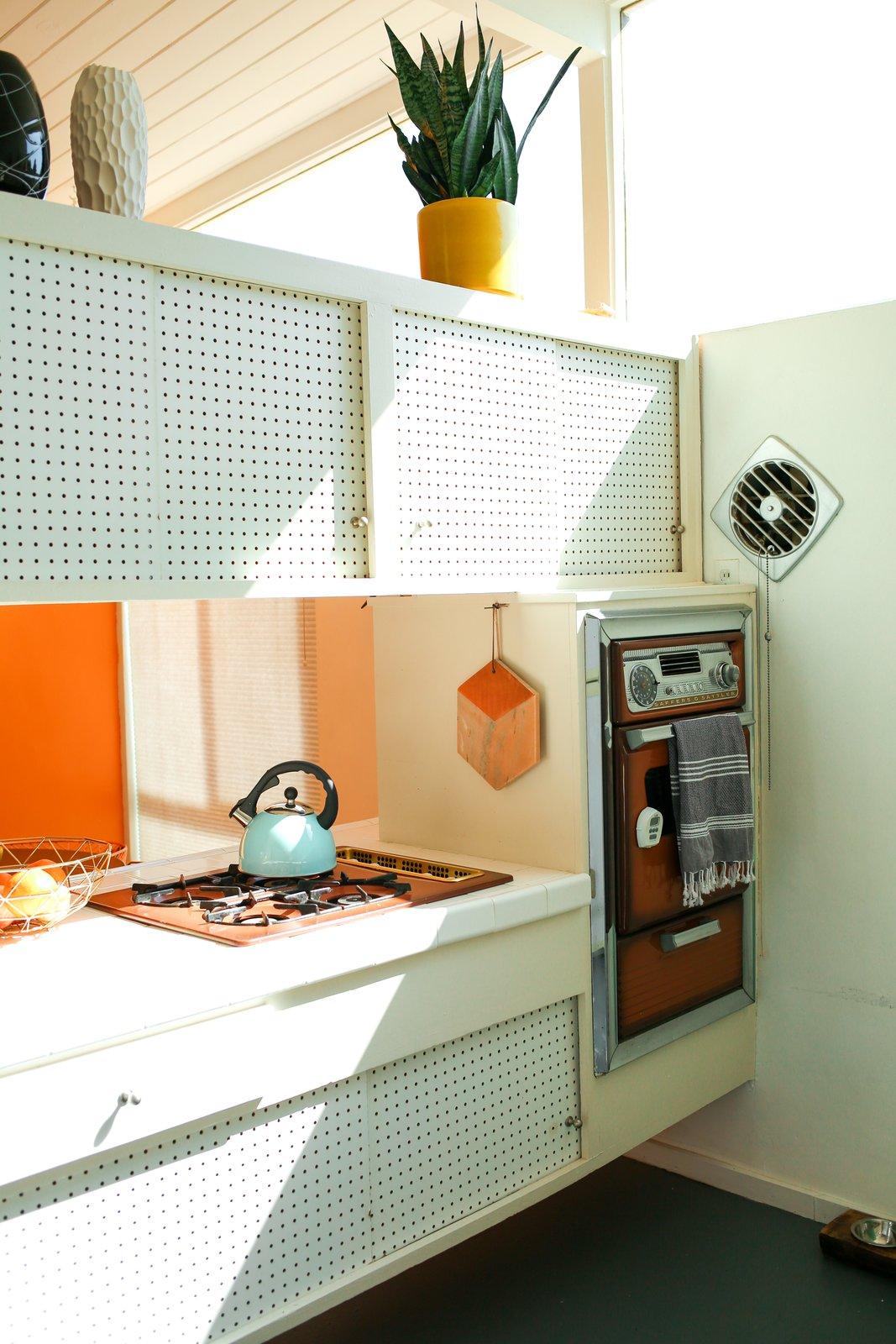 Dazey Desert House Danielle Nagel Kitchen