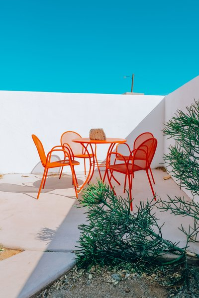 Outside, a punchy dining set spray-painted by Nagel livens up the patio.
